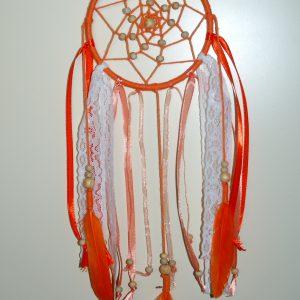 Zelf een dromenvanger maken in oranje bohemianstyle