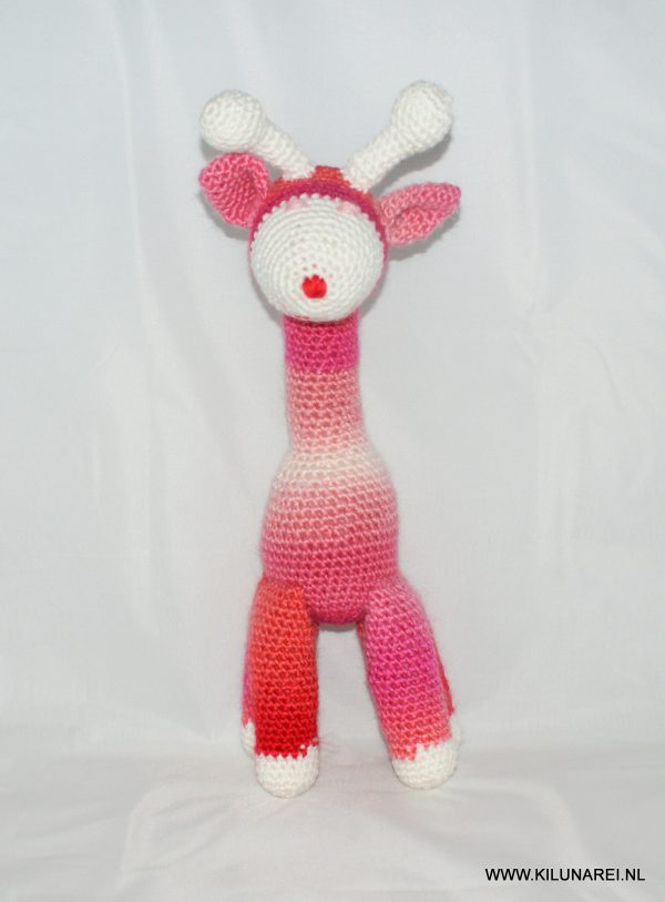 Gehaakte baby knuffel giraf Lotte