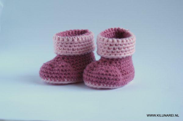Roze gehaakte baby-booties