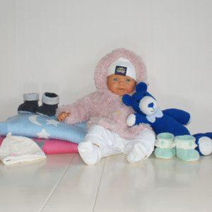 Gebreide en gehaakte babykleding