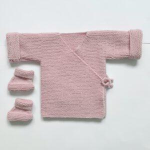 Roze baby-overslagvestje met slofjes